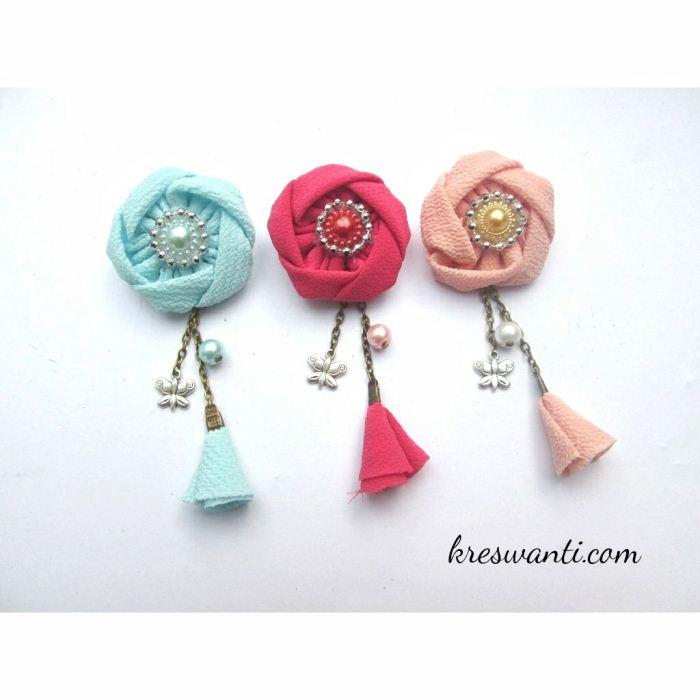 21-bros-mina-cantik-simple-elegan-kain-mawar-juntai-tulip-hits-hijab