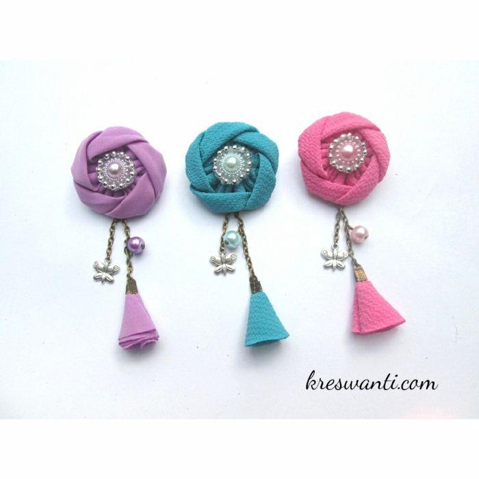23-bros-mina-cantik-simple-elegan-kain-mawar-juntai-tulip-hits-hijab