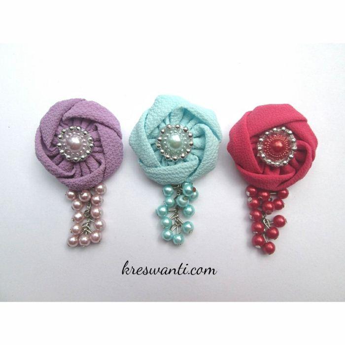 25-bros-meimei-cantik-simple-elegan-kain-mawar-juntai-tulip-hits-hijab