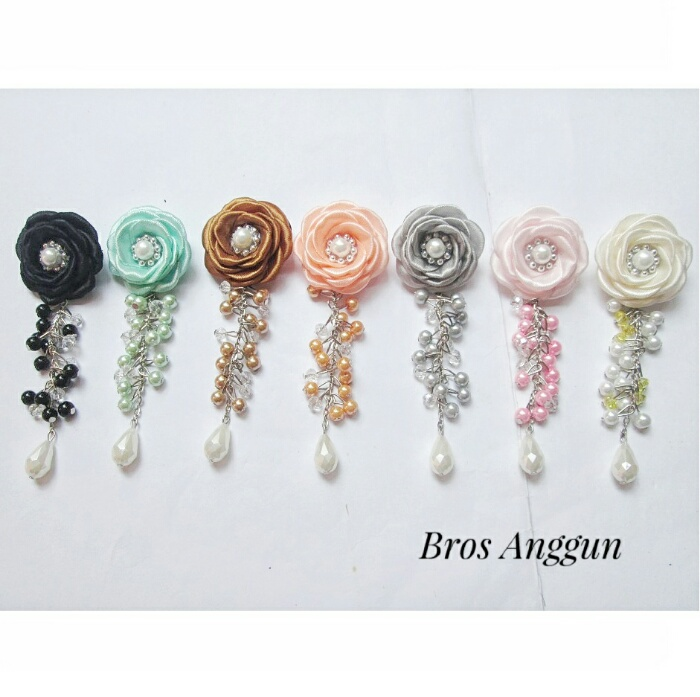 bros-hijab-juntai-rantai-kristal-kreswanti-permata-brooch-brosdagu-anggun-mutiara-1