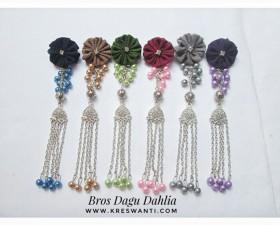 bros-hijab-juntai-rantai-kristal-kreswanti-permata-brooch-brosdagu-dahlia-mutiara